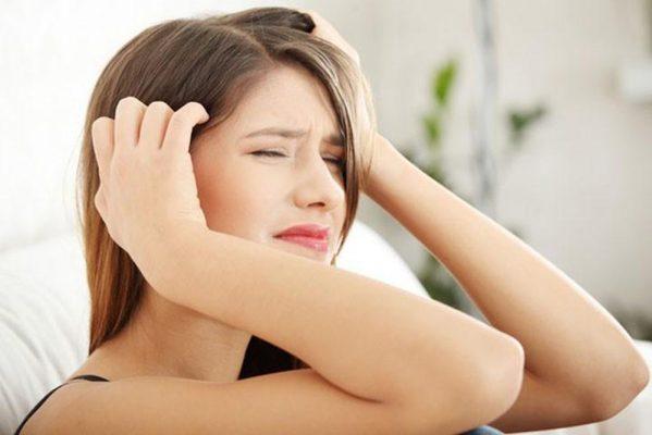 Bị đau gáy cổ và đau đầu do bệnh đau vai gáy. Bạn cần làm sao